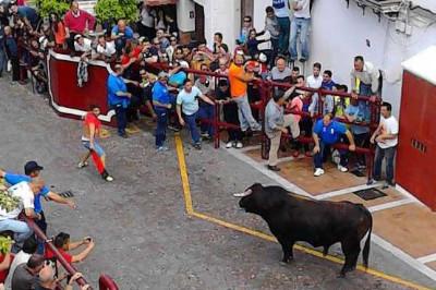 Dia del toro en semana santa arcos