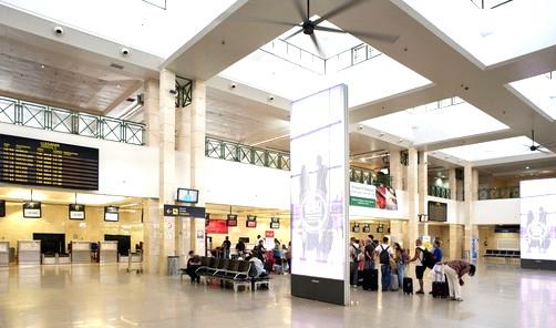 interior terminal aeropuerto jerez