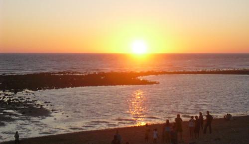 puesta de sol zahora playa