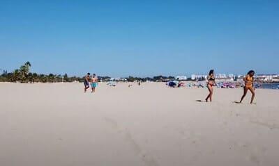 arenal de la playa de la puntilla de el puerto