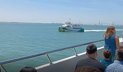 paisaje y vistas catamaran bahia de cadiz